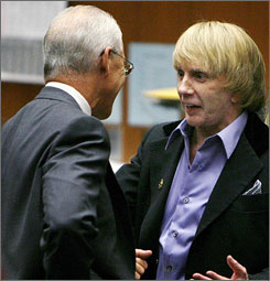 Defense attorney Paul Buck, left, talks to Phil Spector during the afternoon session of Spector's murder trial in Los Angeles on Tuesday.