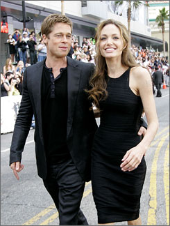 Ocean's Thirteen star Brad Pitt arrives with Angelina Jolie at the movie premiere.