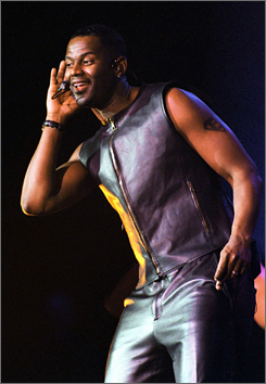 Brian McKnight is set to play Chicago's Billy Flynn.