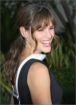 Jennifer Garner will play Cyrano de Bergerac's beloved Roxanne. Kevin Kline will play the title character.