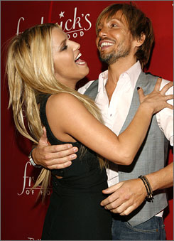 Jessica Simpson's hairstylist and BFF, Ken Paves, teamed up with her personal assistant to keep the reporters at bay.