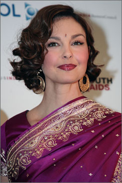 Ashley Judd attended the YouthAIDS Benefit Gala in Washington Friday.