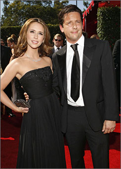 Ghost Whisperer star Jennifer Love Hewitt is engaged to Scottish actor Ross McCall.