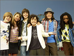 Young musicians: David Levi, Allie DiMeco, Nat Wolff, Alex Wolff, Thomas Batuello and Qaasim Middleton form the Naked Brothers Band.