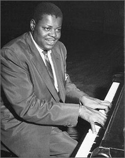 Jazz pianist Oscar Peterson has died of kidney failure. He was 82.