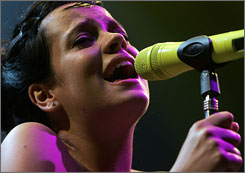 Grammy-nominated singer Lily Allen has lost the pregnancy she'd just announced in December.