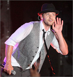 Madonna's Rock and Roll Hall of Fame induction falls to Justin Timberlake, who's been helping her with her new album.