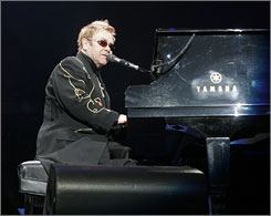 Elton John will help Democrat Hillary Rodham Clinton raise cash for her presidential campaign with a solo concert next month at Radio City Music Hall.