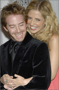 Buffy the Vampire Slayer headliner Sarah Michelle Gellar embraces her old co-star, Seth Green, who played Oz from 1997-2000.