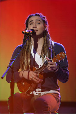 "Jason Castro counters Simon Cowell's claim that he forgot his lyrics on purpose Tuesday night. ""I definitely did not do that on purpose,"" he says."