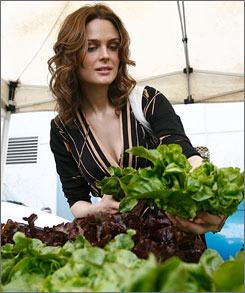  Going greens: Actress Emily Deschanel, a vegan, checks out the organic produce at a Hollywood farmers' market. 