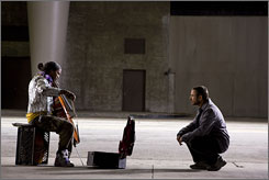  Going Soloist: Jamie Foxx, left, is a homeless musical prodigy discovered by Robert Downey Jr. 