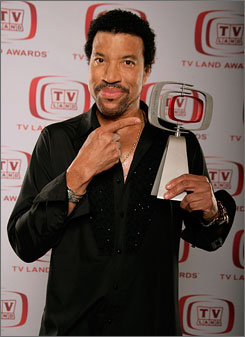 Lionel Richie won the Icon honor at the TV Land awards on Sunday.