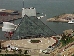 The Cleveland-based Rock and Roll Hall of Fame will open a smaller location in New York City.
