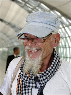 A British news agency says that disgraced rocker Gary Glitter has returned to London.