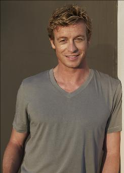 Simon Baker's charm has helped make CBS' police-procedural drama The Mentalist a hit.