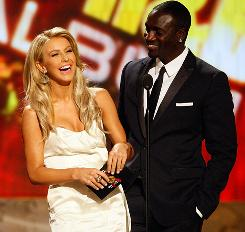 Dancer Julianne Hough and Akon present the award for best soul/R&B album during Sunday's American Music Awards.