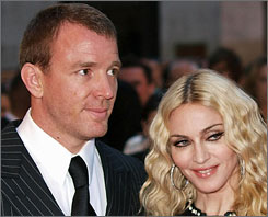 Ritchie and Madonna: Child custody pending.