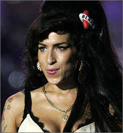 Amy Winehouse has opted to stop appealing her 2007 Norwegian drug case and will pay a fine.