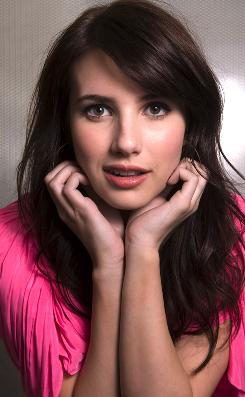 Emma Roberts, who has a famous aunt Julia, stars in Hotel for Dogs ...