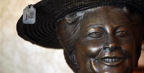 After country icon Minnie Pearl died, Rod Harris commissioned a statue. The donation came with one caveat: The statue had to stay on one exact spot in downtown Centerville, Tenn. Now the statue has been trucked out of town amid a dispute over its placement.