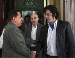 Venezuelan President Hugo Chavez welcomes Oscar winner and Che star Benicio Del Toro on Wednesday.