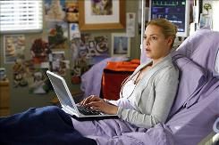 Izzie (Katherine Heigl) receives a surprise hospital visit from her handful of a mother, Robbie.