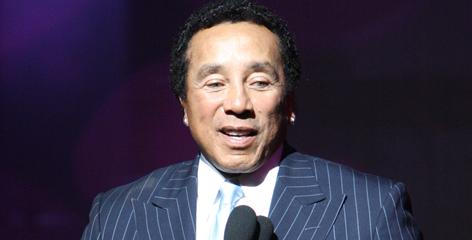 "Smokey Robinson says he was ""terrified"" during his first Apollo performance back in the '50s. The singer was awarded Legends status last year."