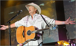 Alan Jackson will give a free show on Wednesday at the Cadillac Ranch, a club in Nashville