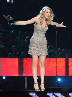 Video of the year winner Taylor Swift also closed out the CMT Awards helping Def Leppard out on Pour Some Sugar On Me.