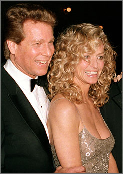 Actress Farrah Fawcett, seen here with Ryan O'Neal, has died after a battle with cancer.
