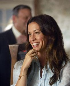 Alanis Morissette plays Audra Kitson, a doctor who cares for the pregnant pot dealer Nancy.