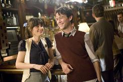 Tom (Joseph Gordon-Levitt), a writer of greeting cards, falls for the skeptical Summer (Zooey Deschanel).