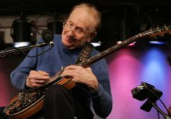 Les Paul plays a 1971 Les Paul Recording guitar at the Iridium Jazz Club in New York.