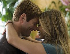 Aaron Eckhar and Jennifer Aniston star in the romantic comedy Love Happens.