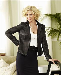 Jenna Elfman stars as Billie, a single film critic who gets pregnant by a much younger man, on Accidentally on Purpose.