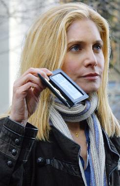Homeland Security agent Erica Evans (Elizabeth Mitchell) discovers the truth about the Visitors, then sets out to prove it to a world gone gaga over peace-promising aliens.