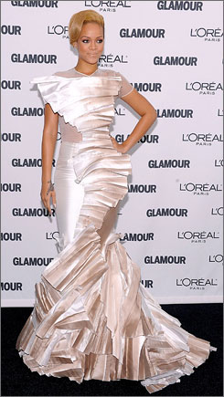 A Stephane Rolland-clad Rihanna was the red carpet finale at Glamour's gala.