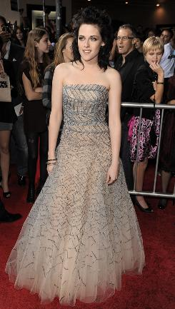 """This is what you work for"": Kristen Stewart hits the red carpet in Oscar de la Renta in front of an estimated 3,000 fans."