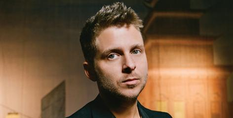 Ryan Tedder and his pop-rock quintet OneRepublic share Secrets with you.