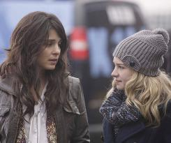 Life as it's really lived:Shiri Appleby, left, stars as Cate, who is the mother of 15-year-old Lux (Britt Robertson).