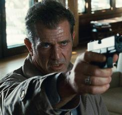 Mel Gibson stars as Thomas Craven, a Boston police detective trying to solve the mystery of daughter Emma's death.