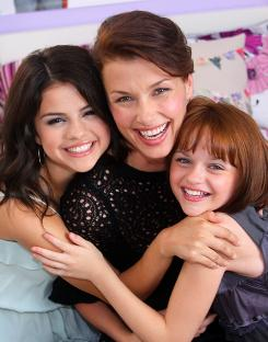 The Quimbys: Moynahan with Beezus (Selena Gomez, left) and Ramona (Joey King).