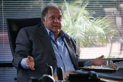 Maury Chaykin is shown here in a scene from the Entourage. His manager says he died early Tuesday at a Toronto hospital surrounded by family.