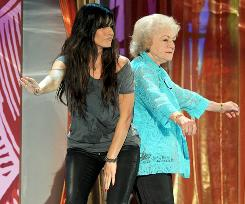 Betty White pulled a bit of a Kanye West during Sandra Bullock's acceptance speech.