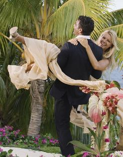 Bachelorette no more: Ali Fedotowsky, fiance Roberto Martinez.