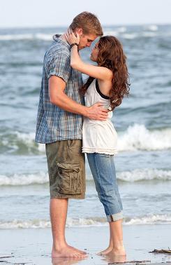 The Last Song: Liam Hemsworth, Miley Cyrus.