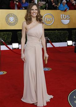 Hilary Swank arrives at the SAG Awards in Versace.