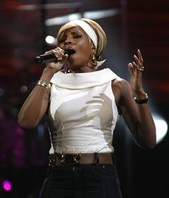 Mary J. Blige performs on a 2008 episode of Storytellers, which lets stars perform and discuss their music in an intimate setting.