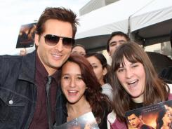 Twilight 's Peter Facinelli  signs autographs at a special fan breakfast Sunday in Los Angeles.